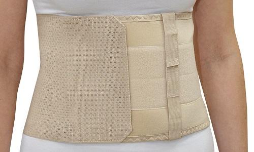 Послеоперационный бандаж на брюшную полость надежно фиксирует травмированные в результате хирургического вмешательства слои стенок живота