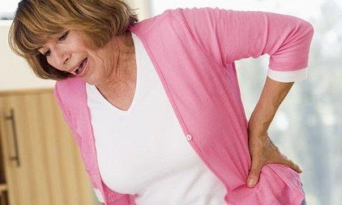 Остеомиелит возникает в результате артрозных процессов в позвоночнике, когда инфекцией поражается костная ткань. Патология чаще всего сопровождается острой болью