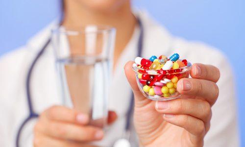 Миорелаксанты при грыже в пояснице являются неотъемлемыми составляющими медикаментозного лечения