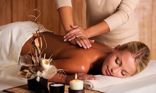 К консервативной терапии, которая необходима больному после операции на позвоночнике, относится физиотерапия, включающая лечебный массаж