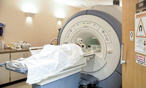 Диагностировать грыжу помогает процедура МРТ