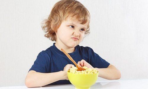 Среди характерных признаков предбрюшинной липомы выделяют потерю аппетита у ребенка