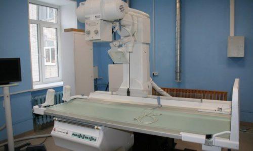 С помощью рентгенографии можно определить признаки остеохондроза грудного отдела, смещение позвонков и остеопороз (разрушение костной ткани)