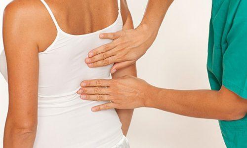 При появлении тяжести или боли в спине необходимо обращаться к вертебрологу