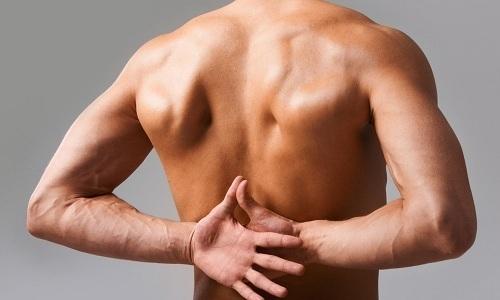 При грыже грудного отдела позвоночника появляются боли в области солнечного сплетения, груди и между лопатками, отдающие в правую или левую руку. Поэтому для лечения пиявок располагают в зависимости от локализации болевого синдрома и расположения затронутых органов