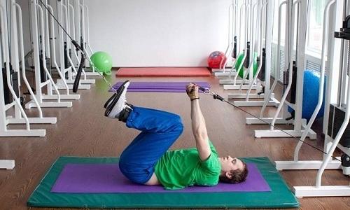 Физические упражнения при паховой грыже у мужчин призваны укрепить переднюю брюшную стенку и предотвратить развитие болезни