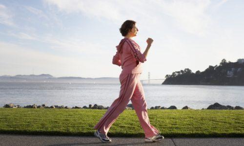 При грыже позвоночника эффективно помогает умеренная ходьба