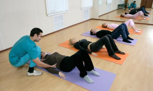 Благодаря лечебной гимнастике, выполняемой под присмотром тренера, протрузия идет на спад: мышцы спины растягиваются, укрепляются, подвижность позвоночника увеличивается, а кровообращение улучшается
