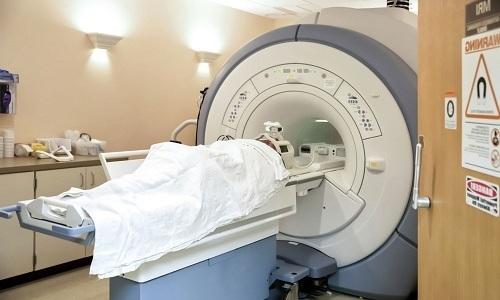 Стандартом диагностики является магнитно-резонансная томография (МРТ) позвоночника