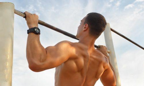 """Укрепить мышцы спины можно с помощью упражнения """"подтягивание"""""""