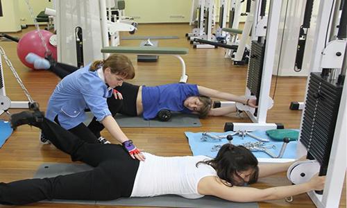 Нужно укреплять мышцы спины, поддерживать физическую активность