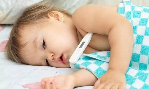 Повышение температуры тела характерно для развития осложнений, связанных с инфицированием и некрозом выпавших через грыжевые ворота органов