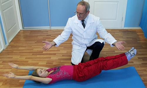 Упражнения следует выполнять медленно, уделяя много внимания технике, при возникновении болевых ощущений, дискомфорта следует немедленно прекратить, сообщить лечащему врачу