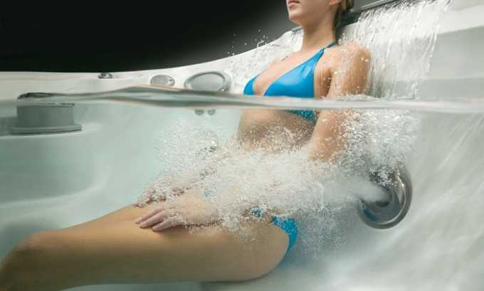 При гидромассаже лечебное воздействие оказывается на организм за счет вибрации, которую создает поток воды. В ходе процедуры расслабляются мышцы и улучшается кровоток