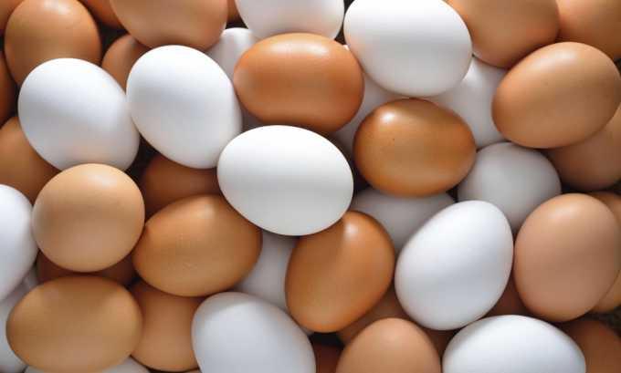 Среди полезных продуктов питания при грыже позвоночника врачи выделяют куриные яйца