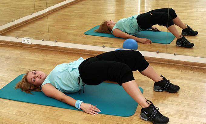 В период реабилитации больному прописывают кинезотерапию, комплекс специальных упражнений, способствующих восстановлению работы опорно-двигательного аппарата