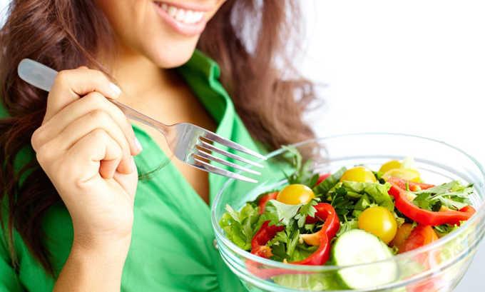 Комплексная терапия включает в себя диету и лечебную физкультуру