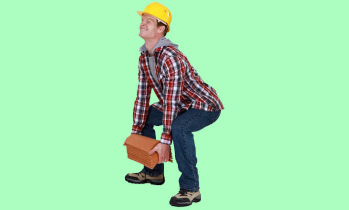 Постоянная тяжелая физическая работа, связанная с поднятием грузов является фактором риска