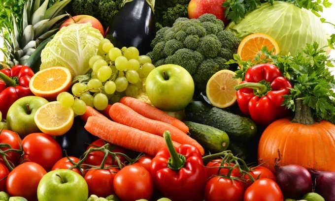Чтобы организм получал максимум витаминов и минералов нужно ввести в свой рацион большое количество овощей и фруктов в сыром виде