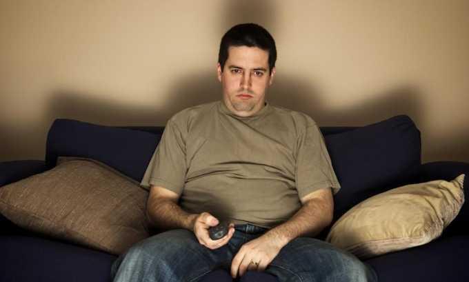 Малоподвижным образом жизни и отсутствием физических нагрузок может стать причиной заболеваний позвоночника