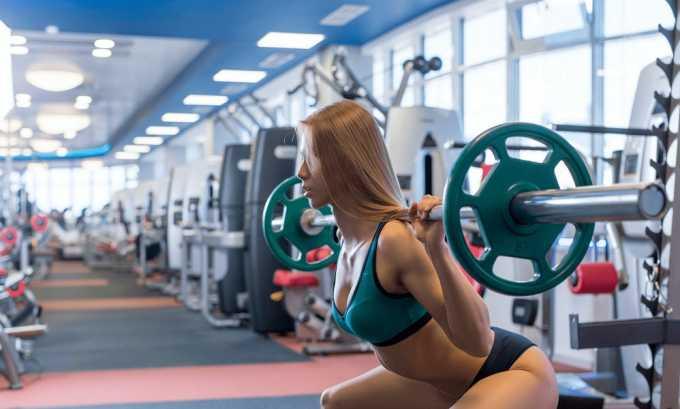 Бандаж обязательно должны применять люди, занимающиеся силовыми видами спорта