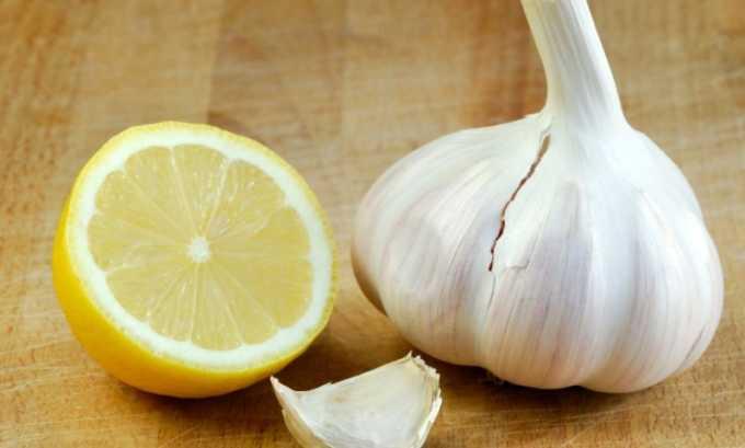 Компресс из чеснока и лимона можно делать холодным и горячим