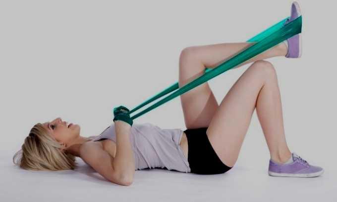 При грыже делают и упражнения с экспандером