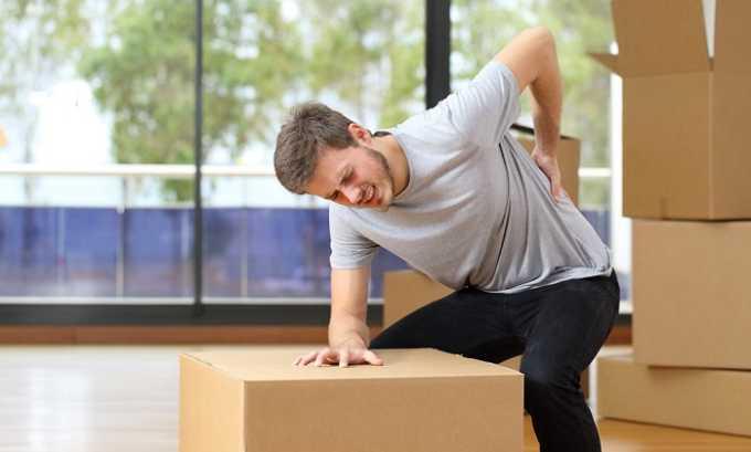 Частый подъем тяжестей может спровоцировать протрузию позвонков
