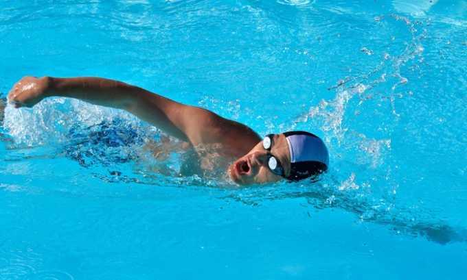 Плавание кролем должно быть согласовано с лечащим врачом и контролироваться инструктором по ЛФК