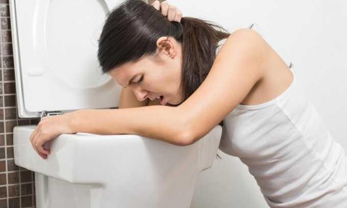 При скользящей грыже пищевода болевые ощущения сопровождаются тошнотой