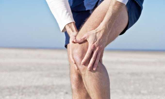 В некоторых случаях патология возникает из-за ушиба или травмы колена