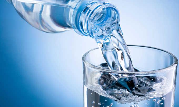 Необходимо употреблять не менее 2 литров чистой воды