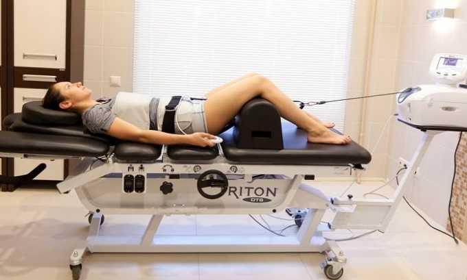 Применение вытяжения в комплексной терапии грыжи Шморля имеет хорошую эффективность. Выполнять его могут с помощью специальных аппаратов