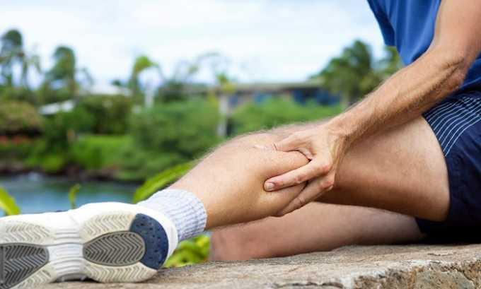 При грыже большого размера возникает слабость в мышцах ног такая, при которой, человеку требуется сделать большое усилие, чтобы оторвать ногу от земли или передвинуть конечности при ходьбе
