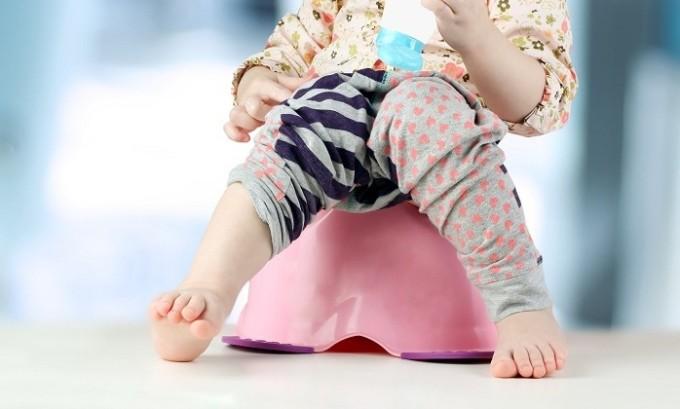 Одним из осложнений грыжи в паху является нарушение функциональности органов, которые попали в грыжевой мешок. Это вызывает запор или диарею