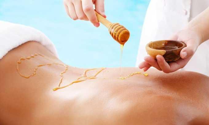 При выполнении медового массажа применяют мед, смешанный с пихтовым или пальмовым маслом. Данная процедура укрепляет мышцы и восстанавливает ослабленные рефлексы, возникшие при сдавливании грыжей нервных окончаний