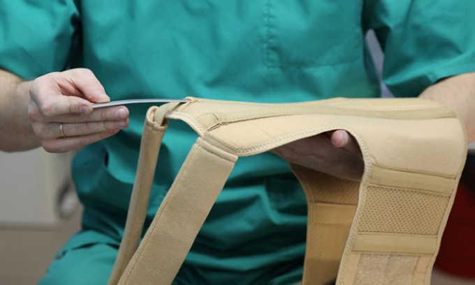 На после операционном этапе, в ранний период, рекомендуется ношение корсета с четкими инструкциями специалиста