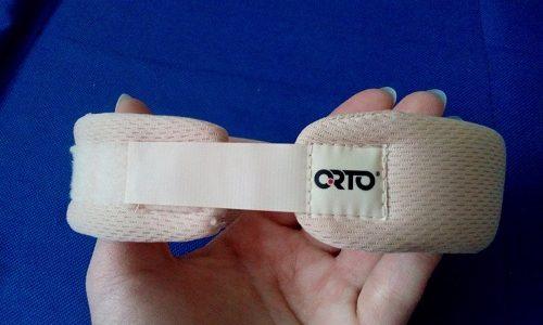 Шейный бандаж для новорожденных еще называют воротником (шиной) Шанца. Он помогает разгрузить шейный отдел позвоночника и создает условия для нормализации его работы
