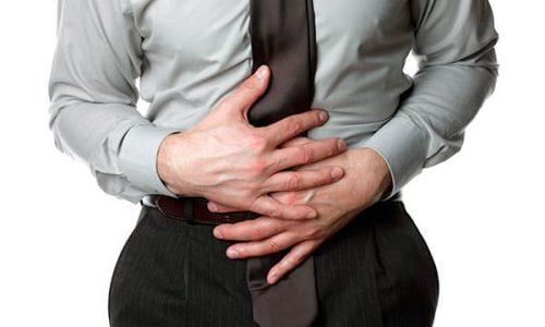Чувство тяжести и боль внизу живота – один из симптомов грыжи яичка