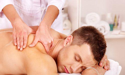 При пролабировании грудных межпозвоночных дисков массаж должен быть профессиональным. Необходимо довериться специалисту
