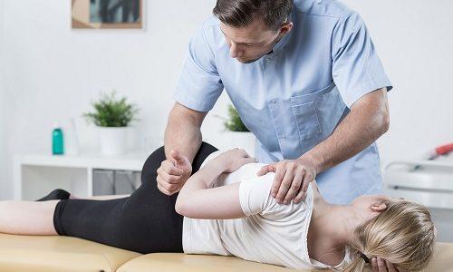 Для облегчения состояния больного при грыже позвоночника применяют мануальную терапию
