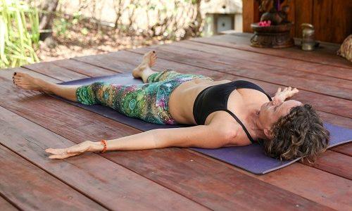 Упражнением Шавасана лучше всего заканчивать занятия йогой