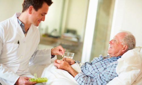 После операции назначается постельный режим на срок до двух дней. Дальнейшие реабилитационные мероприятия могут отличаться в зависимости от возраста, сопутствующих заболеваний и особенностей организма