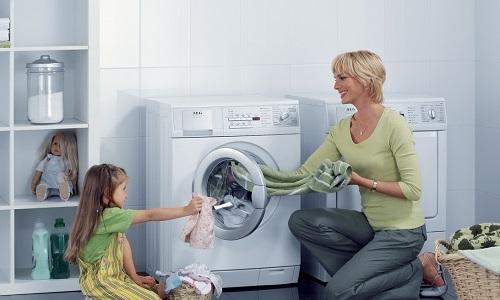 Стирать, отжимать и сушить пояс в стиральной машине запрещено