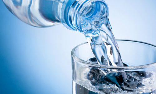 Важно соблюдать правильный режим приема жидкостей, выпивая в сутки не менее 2 л воды