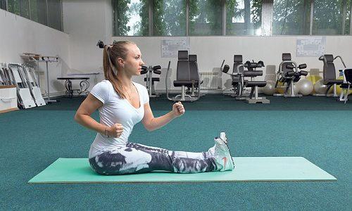Для устранения боли подойдет упражнение «Ходьба на ягодицах» по методу Бубновского