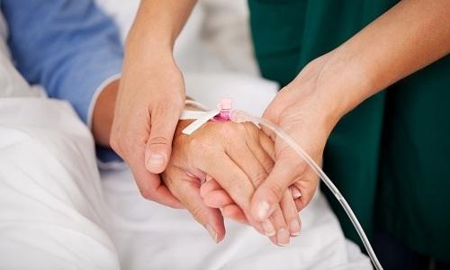 Пациентам в критическом состоянии некоторые лекарства могут вводить с помощью капельницы