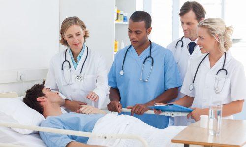Послеоперационный период должен проходить под комплексным контролем узкопрофильных специалистов, в том числе реабилитолога, невролога и хирурга