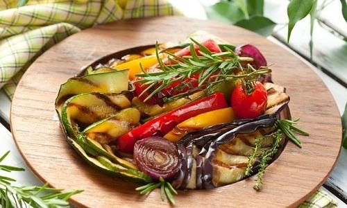 При таком заболевании пищевода, как ГПОД, следует отдавать предпочтение запеченным овощам