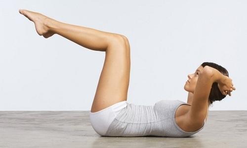 Крепкие мышцы брюшного пресса важны при поддержке позвоночника. Но качать пресс, имея грыжу в поясничном отделе, нужно осторожно